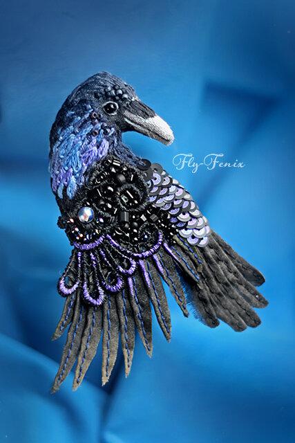 миниатюрная брошь - сказочный ворон