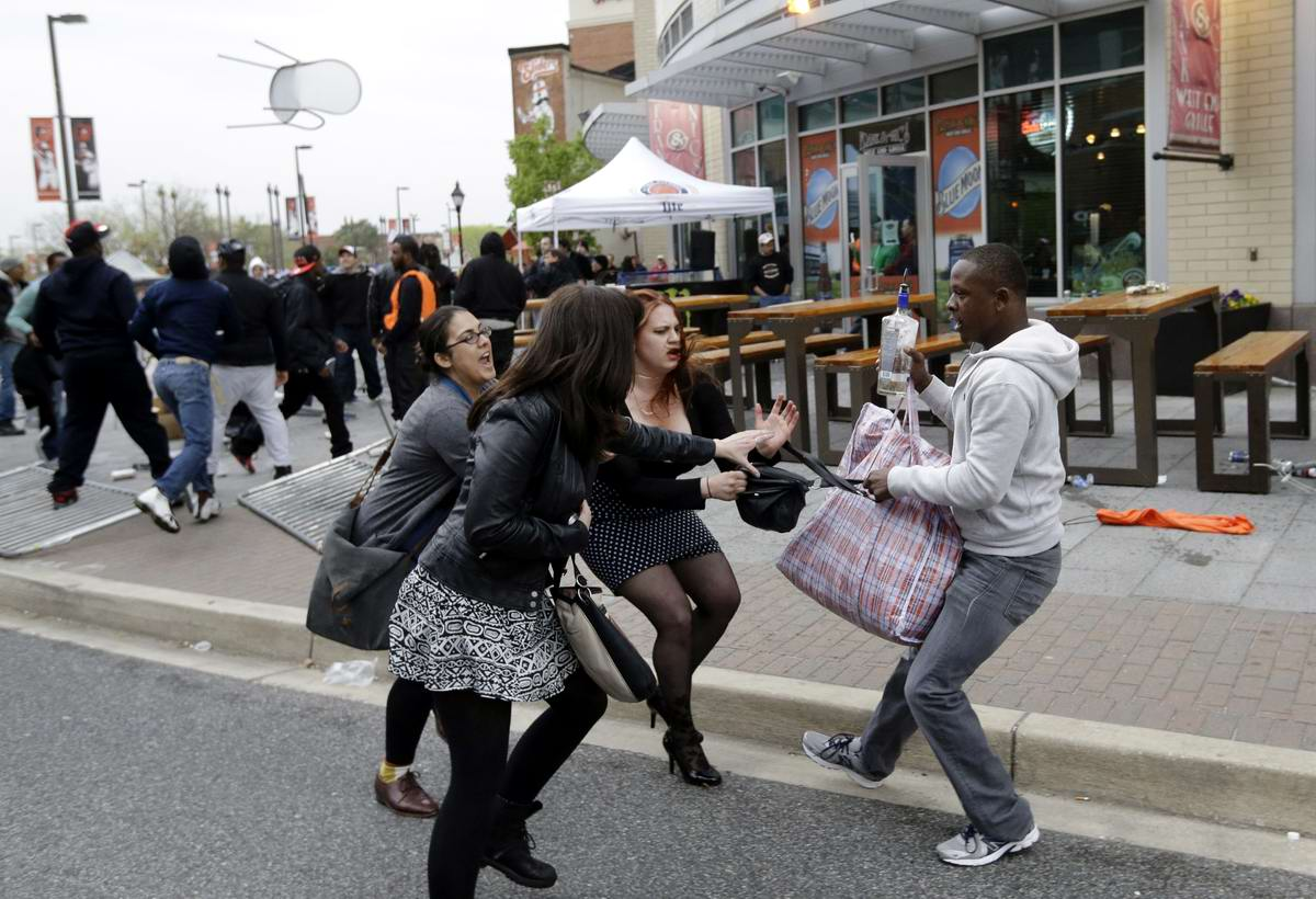 Конец полицейскому государству: Массовые протесты и уличные погромы в Балтиморе (США) (43)