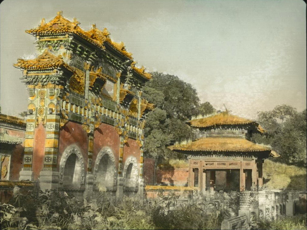 Пекин. Ворота в парке Бэйхай