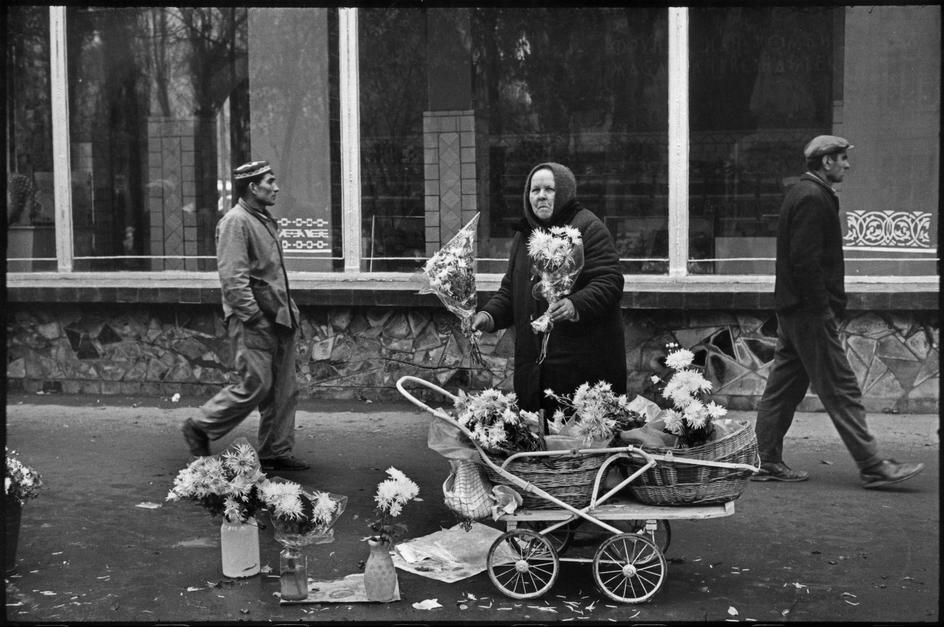 1972. Киргизия. Фрунзе. Цветочница