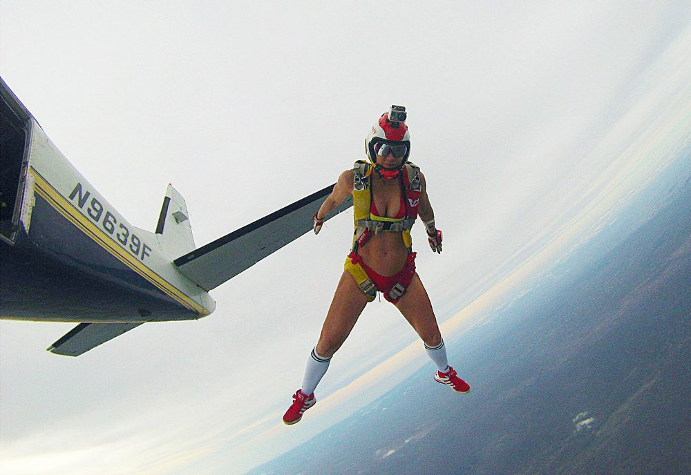 голая девушка с парашютом фото-шм2