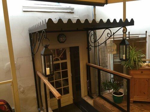 Вход в ресторан Дарбази с в летней веранды