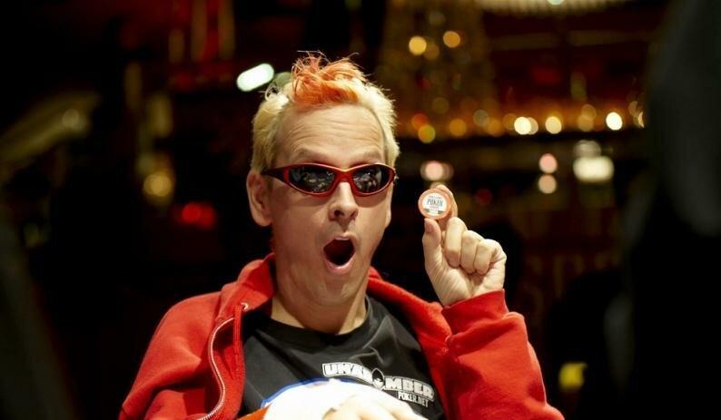 Дольше всего играл в покер ирландец Фил Лаак