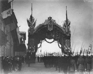 Арка на Английской набережной, сооруженная в честь приезда итальянского короля Виктора Эммануила II.