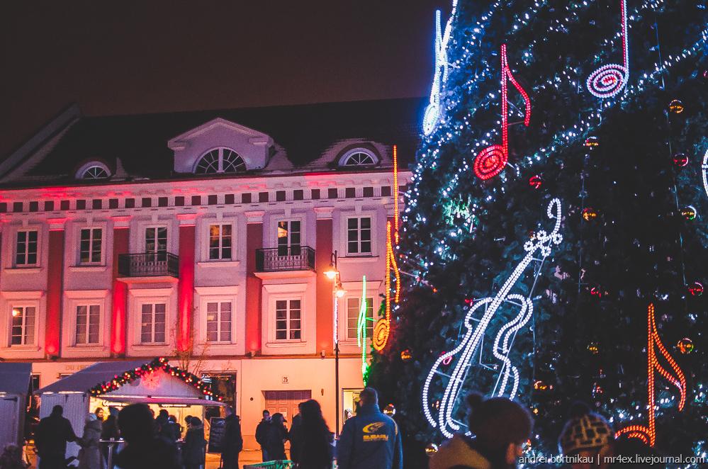 Новогодний Вильнюс, ночной Вильнюс, Литва зимой, Ратушная площадь Вильнюса