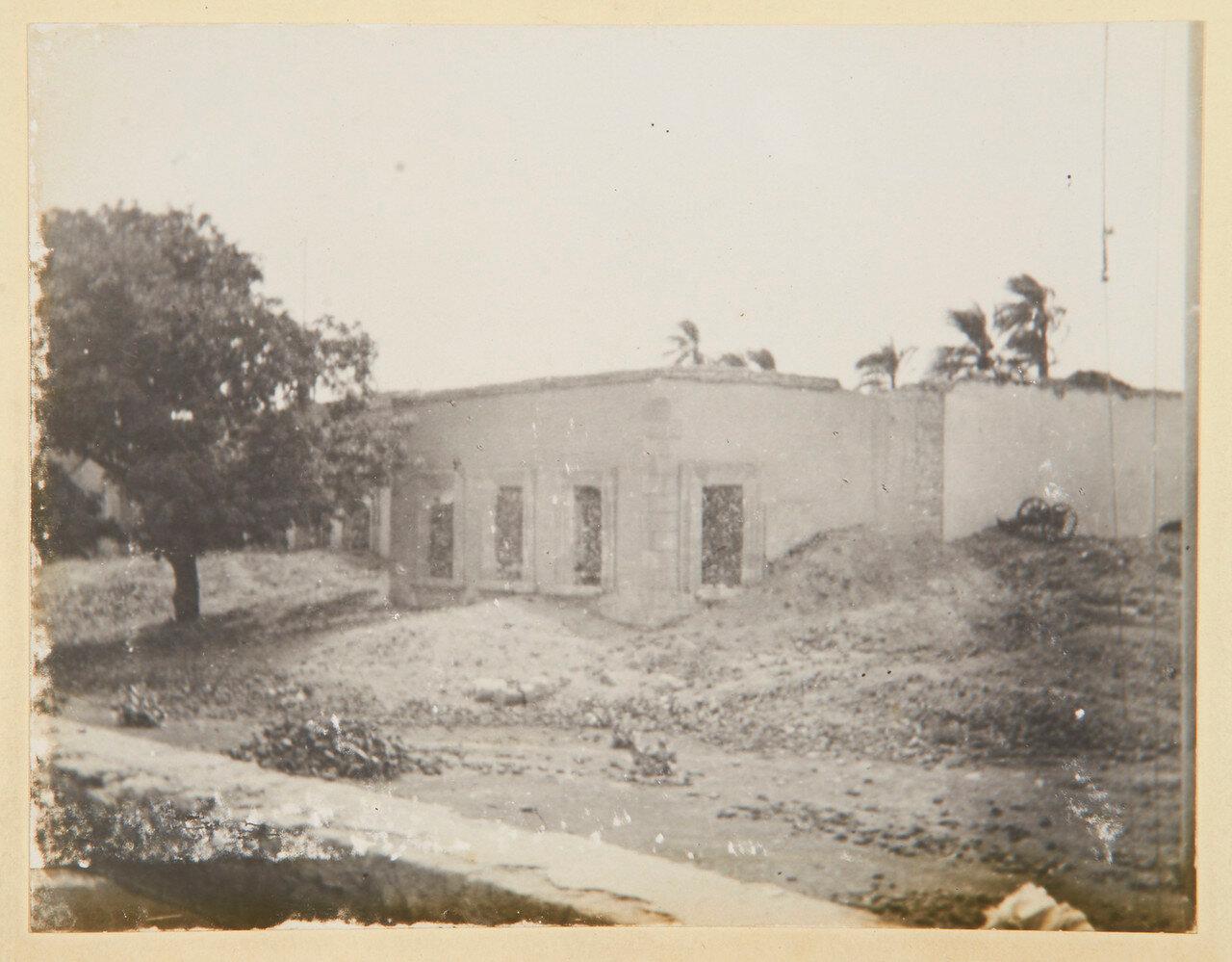 Хартум, 4 сентября. Дворец Гордона и одна из его пушек