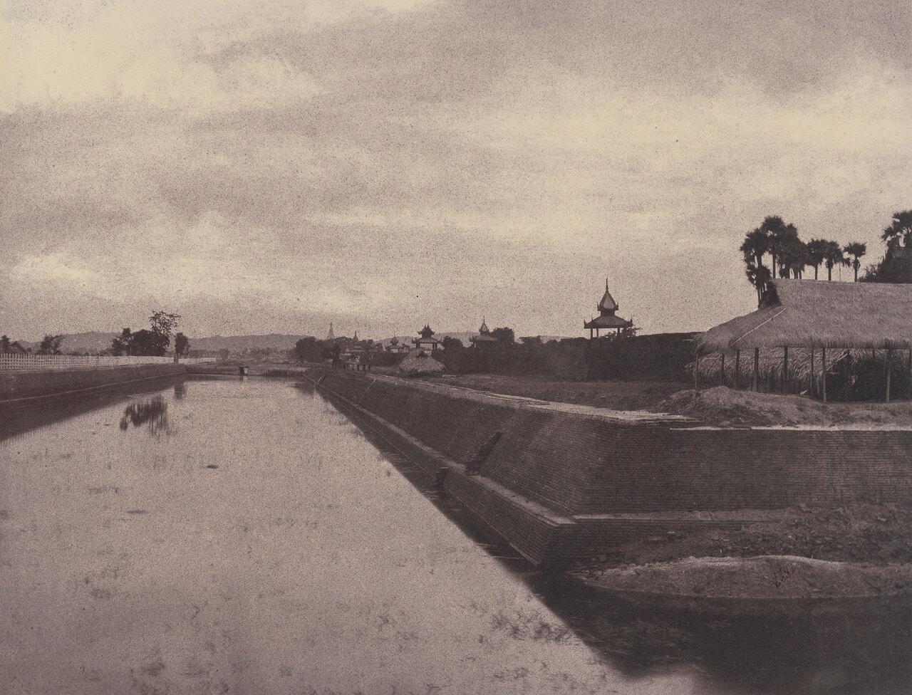 Амерапура. Канал вдоль городских стен