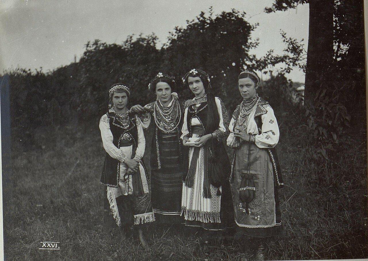 Галиция. Калуш. Украинский праздничный костюм