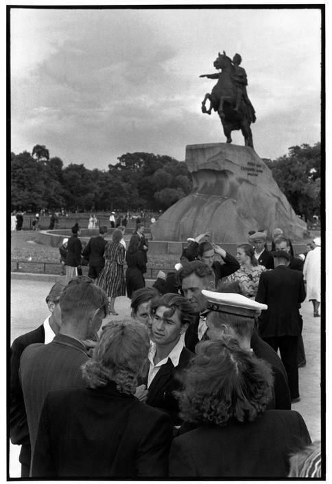 1954. Ленинград. В воскресенье днем на Площади Декабристов
