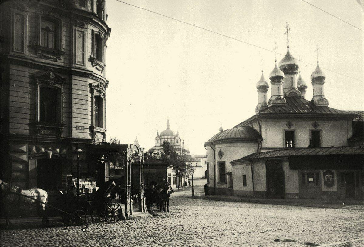 252. Угол Остоженки и 1-го Зачатьевского переулка. 1912