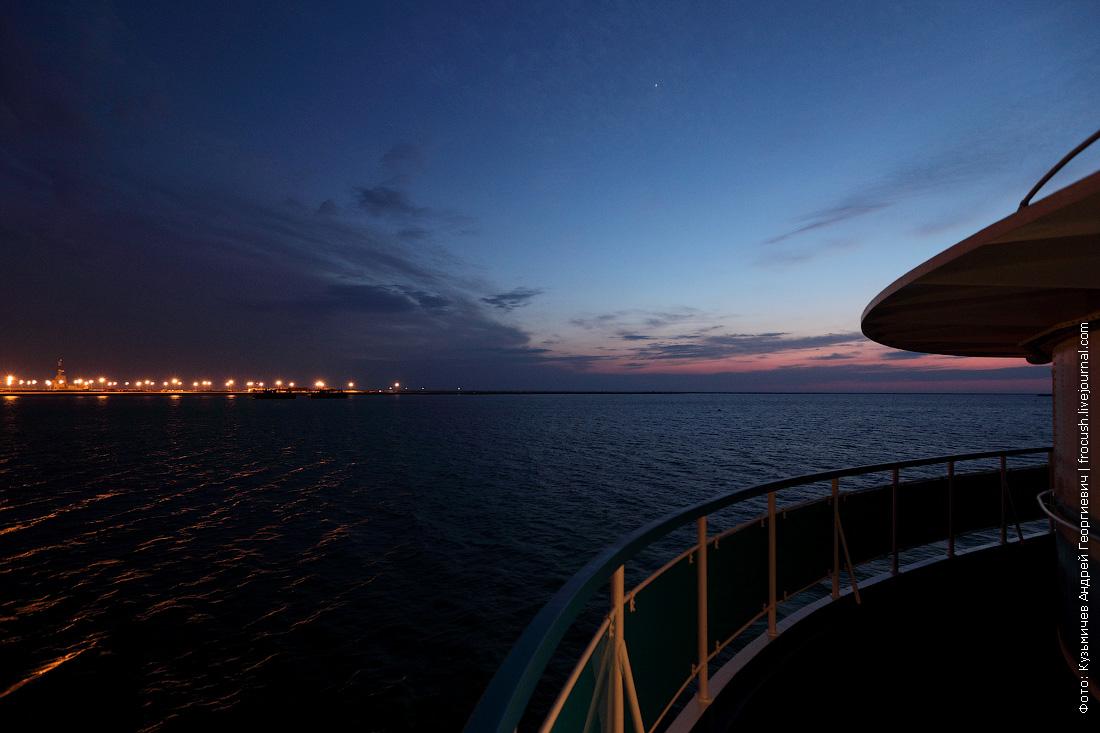 фотография теплоход Русь Великая на рейде в Тюб-Караганском заливе