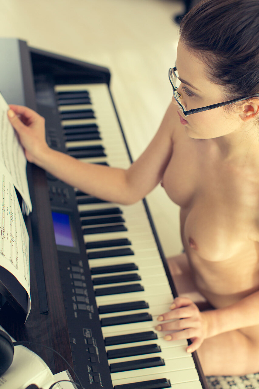 Pure nud piano, black and blonde fuck gif