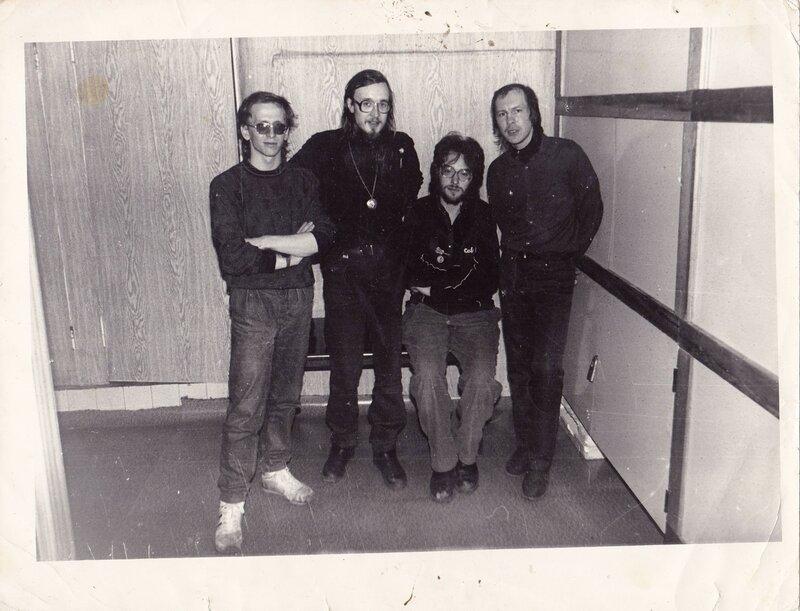 021 Гражданская Оборона  перед концертом в Ангарском ТОМе, 1990.jpg