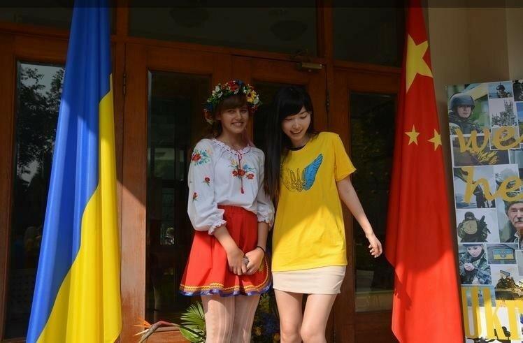 Китайские девочки поют украинскую песню (видео)