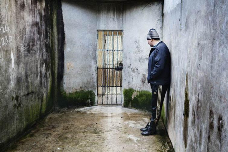 Po-tu-storonu-reshetki-proekt-francuzskogo-fotografa-Greguara-Korganova-21-foto