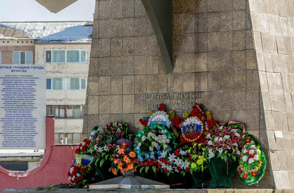 Памятники купить югорск изготовление со свечойий памятников щелковском районе