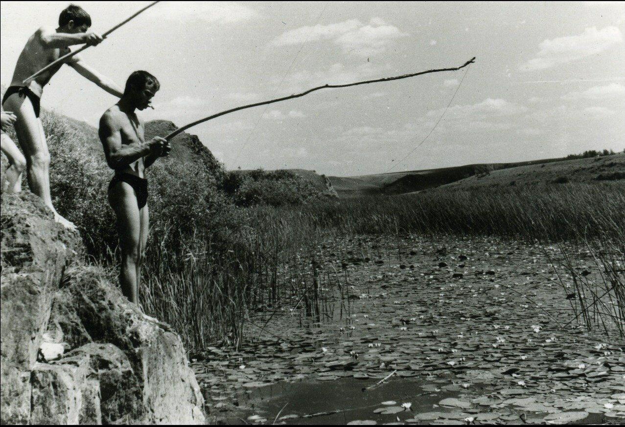 1966. Верховья Ишима. День строителя в стройотряде