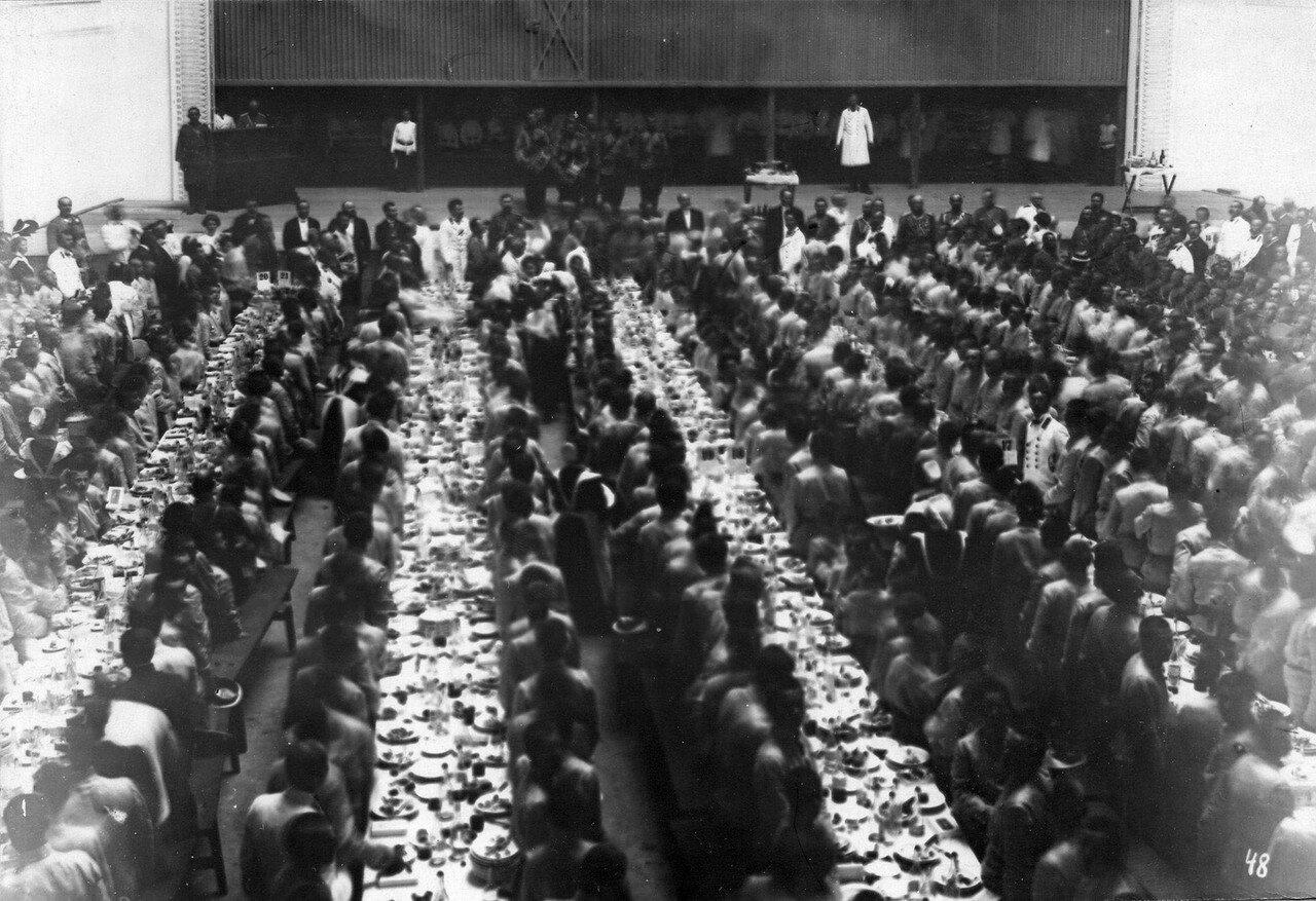 101. Потешные на парадном обеде, устроенном для них в Народном доме императора Николая II