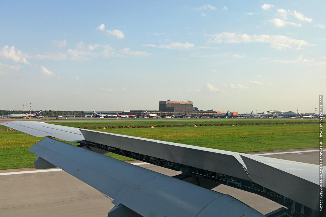 посадка самолета SSJ-100 в Шереметьево