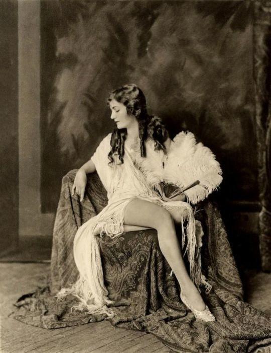 Фото ню 20 век