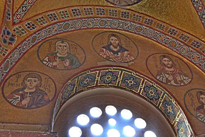 Святые мученики Акиндин, Анемподист, Пигасий, Аффоний и Елпидифор Персидские. Мозаика монастыря Осиос Лукас (Преподобного Луки), Греция. 1030 - 1040-е годы.