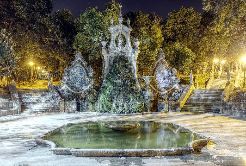 Ночная Коимбра. Парк Санта Круш (Parque de Santa Cruz). HDR