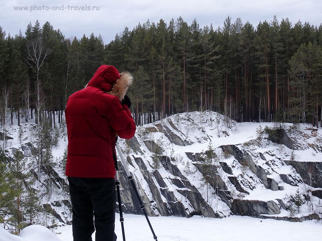 """Фото 29. Фотограф на скале в природном парке «Бажовские места». 100, 12,8 (72), 8, 1/5. Снято на ультразум Sony DSC HX50. Как научиться фотографировать правильно, читайте в разделе """"Фотодело"""""""