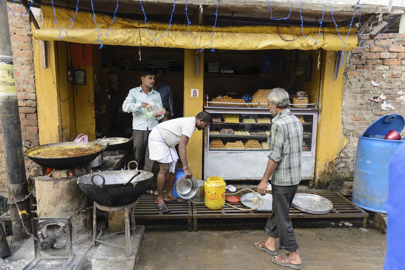 Фото 14. Не верьте мне, что в Индии негде покушать. Смотрите, какая аппетитная еда в местных кафе! Теперь вы знаете, где поесть в Варанаси… 1/400, 2.8, 250, 24.