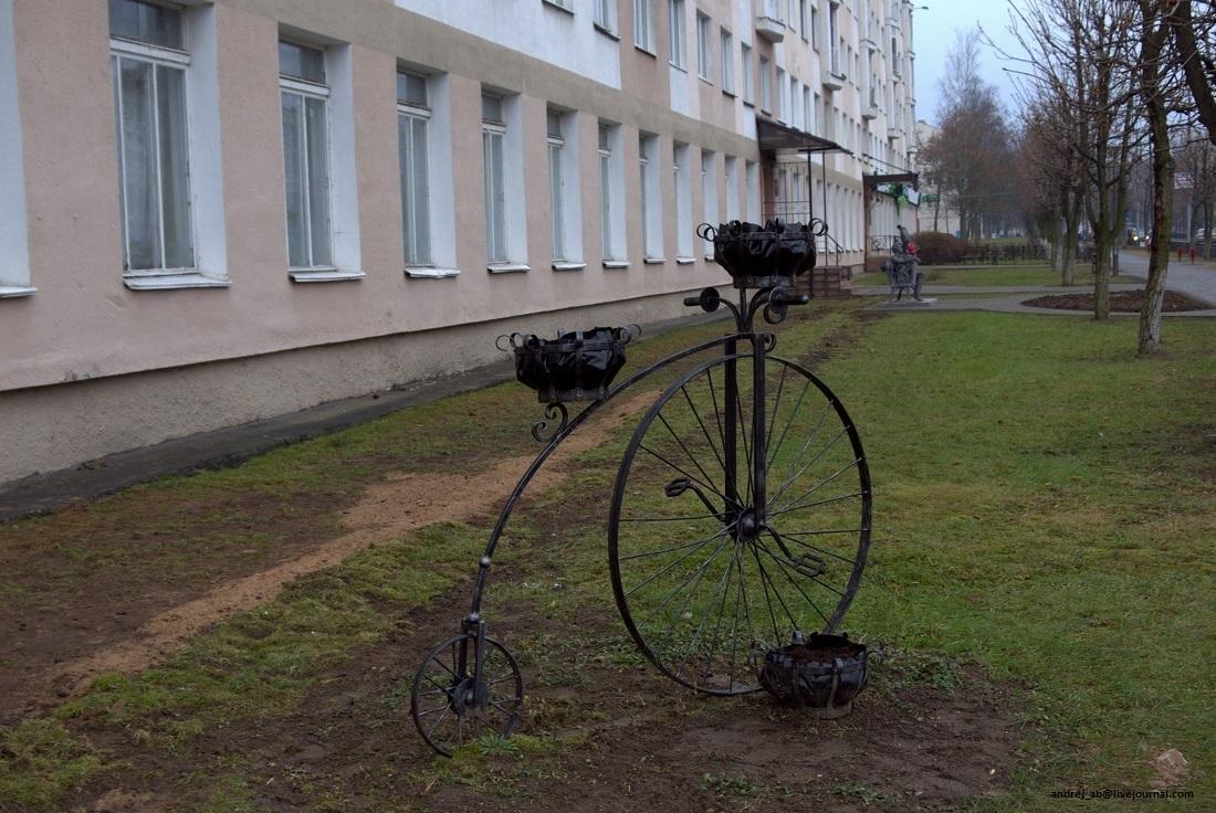 Цветник в Новополоцке в виде велосипеда.