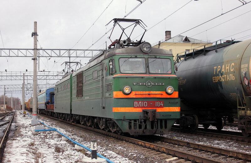 Пучеглазый ВЛ10-184 на станции Клин