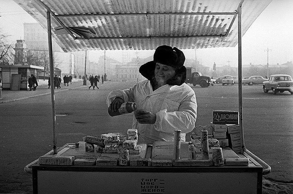 404559 Продавец мороженого.jpg