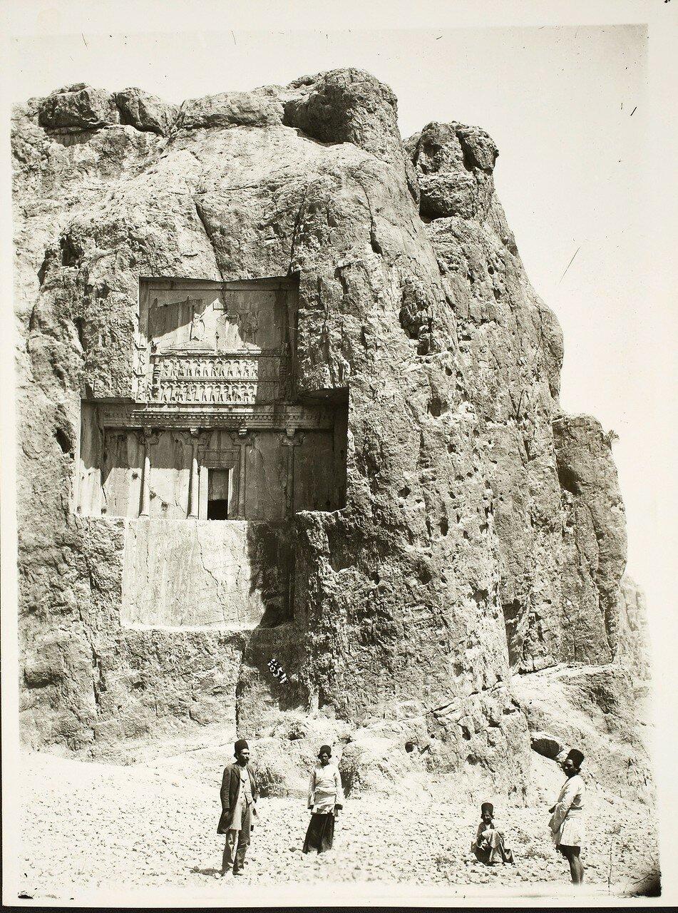 Накше-Рустам. Гробница царя династии Ахеменидов Ксеркса I