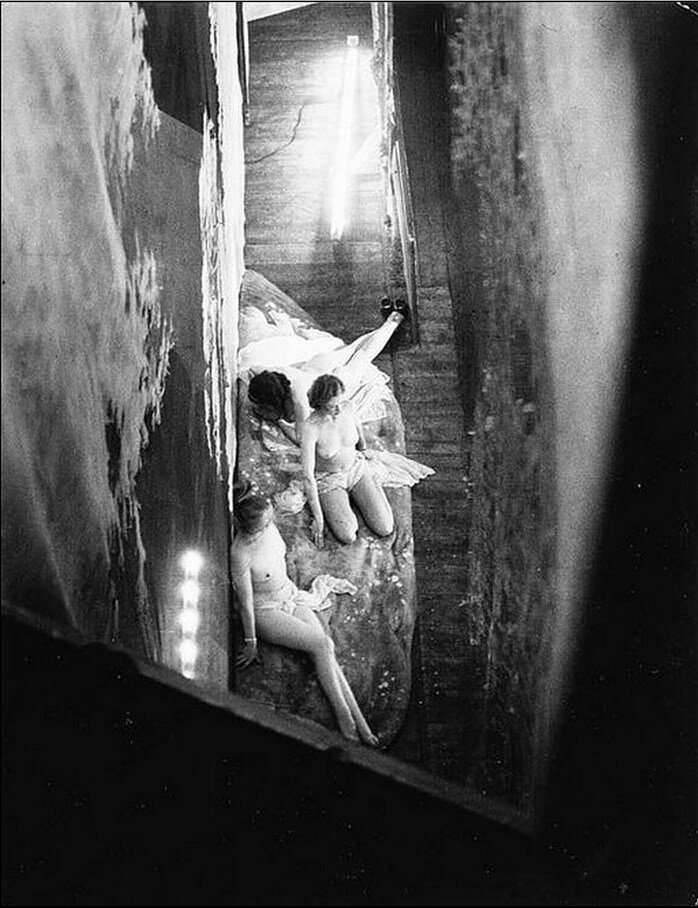 1932. Фоли Бержер. За кулисами