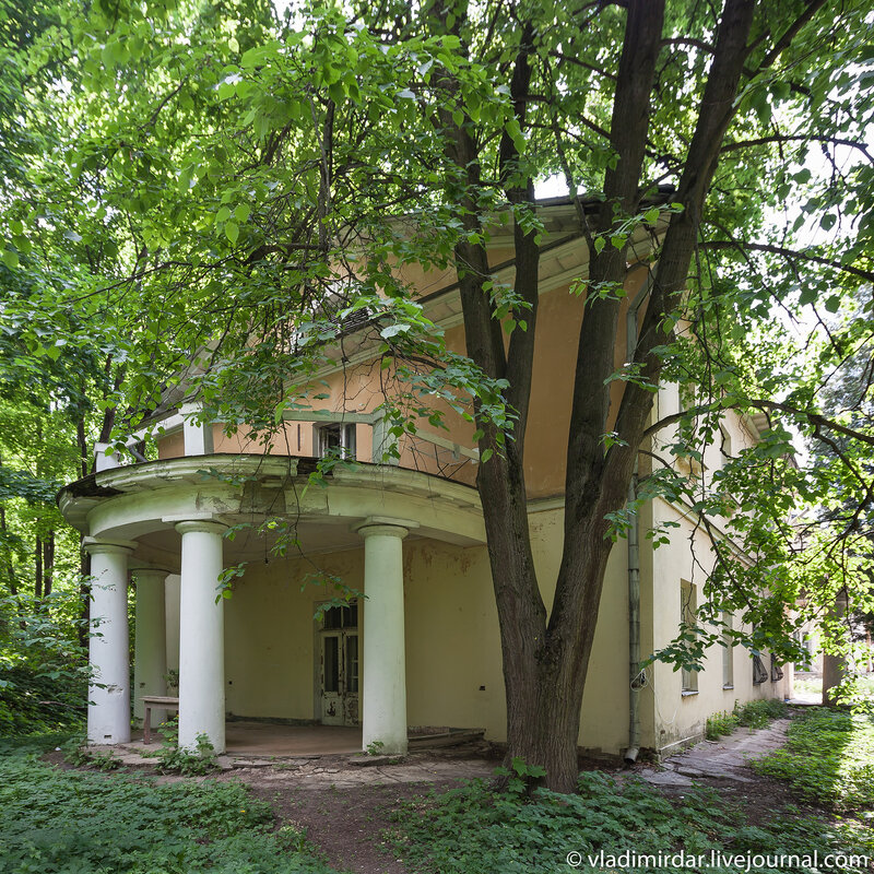 Юго-восточный флигель мавзолея Волконских
