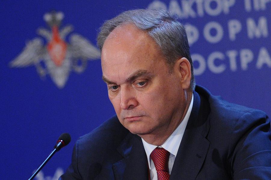 Анатолий Антонов.png