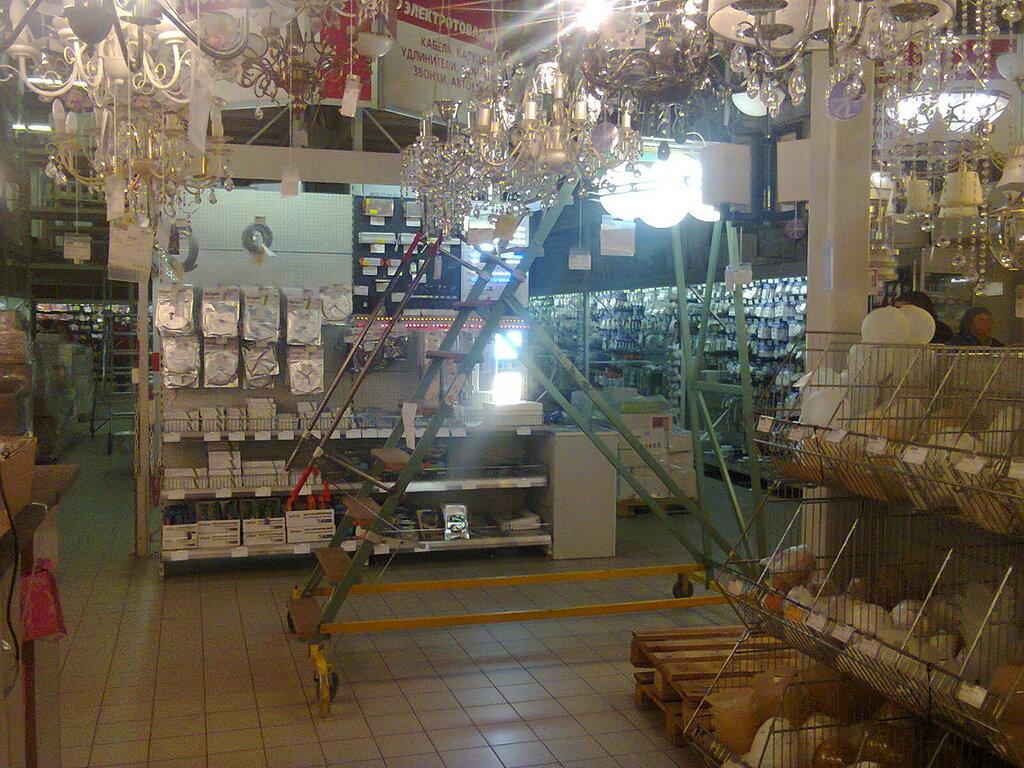 Иллюзия выбора состоялась– светильников в магазинах сейчас много. Однако хороших люстр с нормальными термостойкими патронами мало.