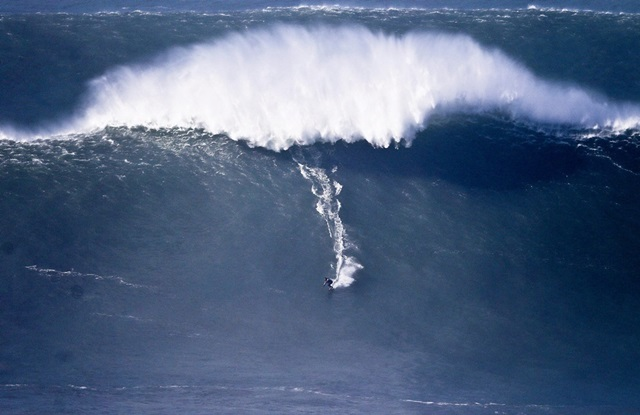 Американский серфер побил рекорд на волне в 30 метров 0 112ac3 40e336e1 orig