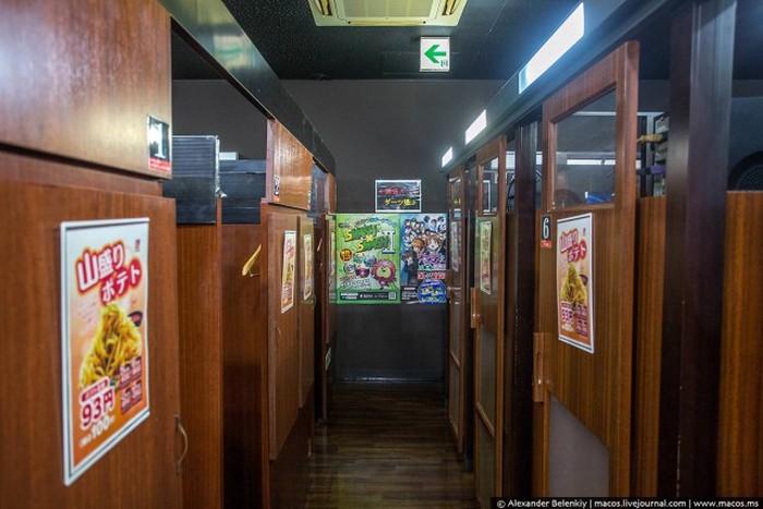 Ночевка в японском манга-кафе