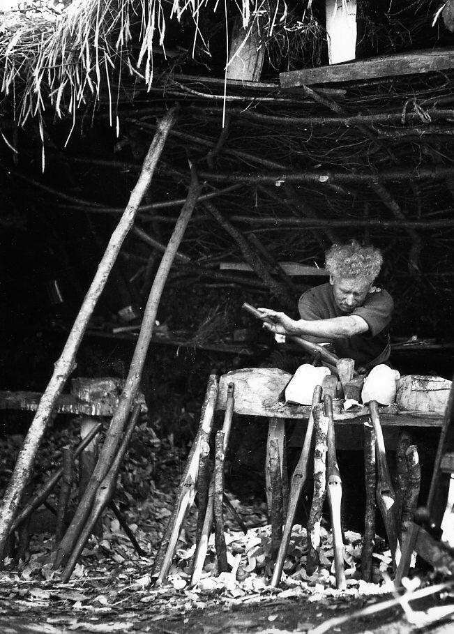 1944. Мастер, делающий сабо