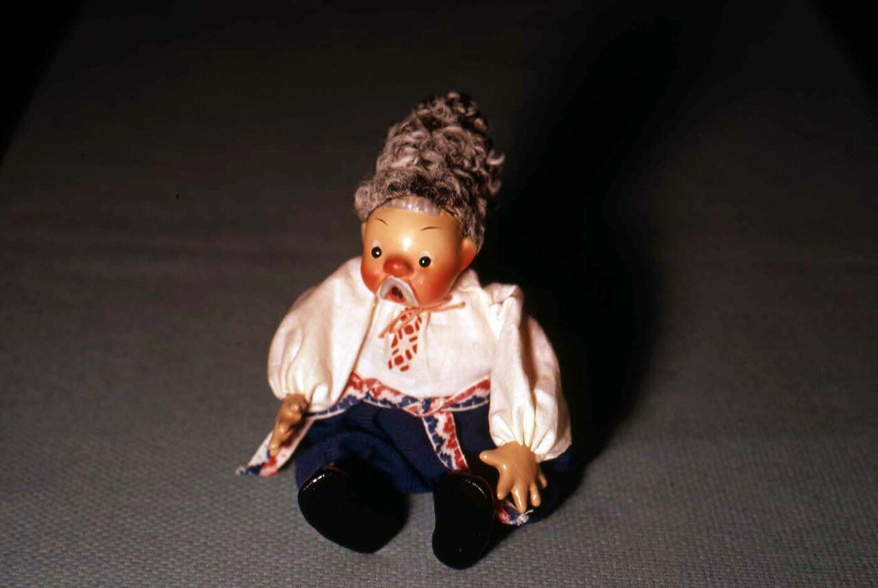 19. Сувенирная кукла