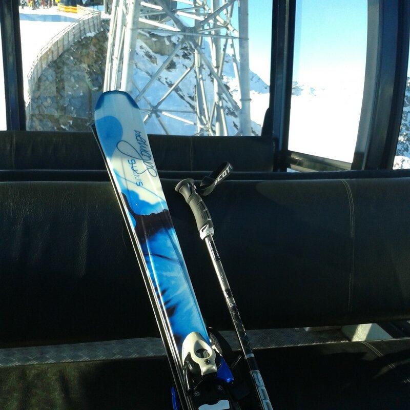 Еще недавно тут, возможно, ехал Крэйг, а теперь я и мои лыжи:)