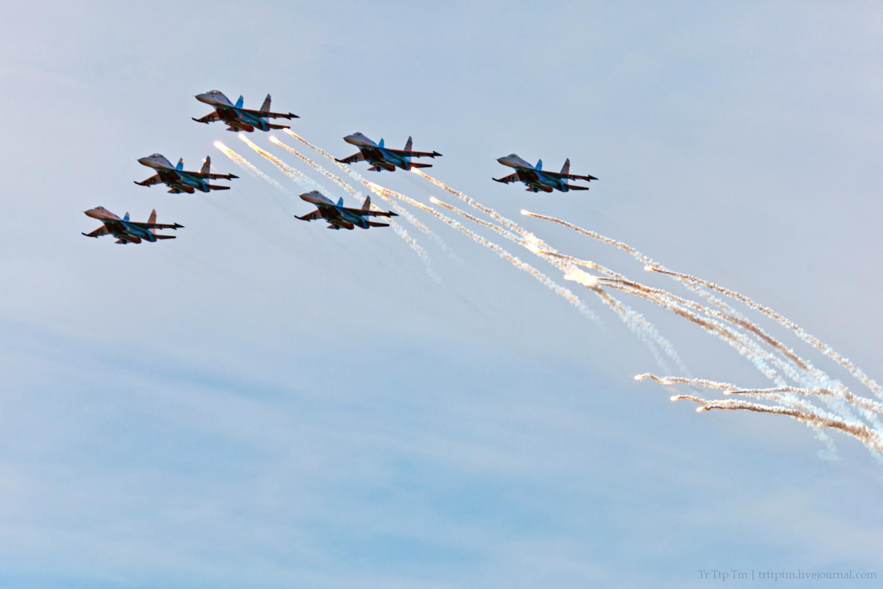 8. Военная авиация над Маркизовой лужей.