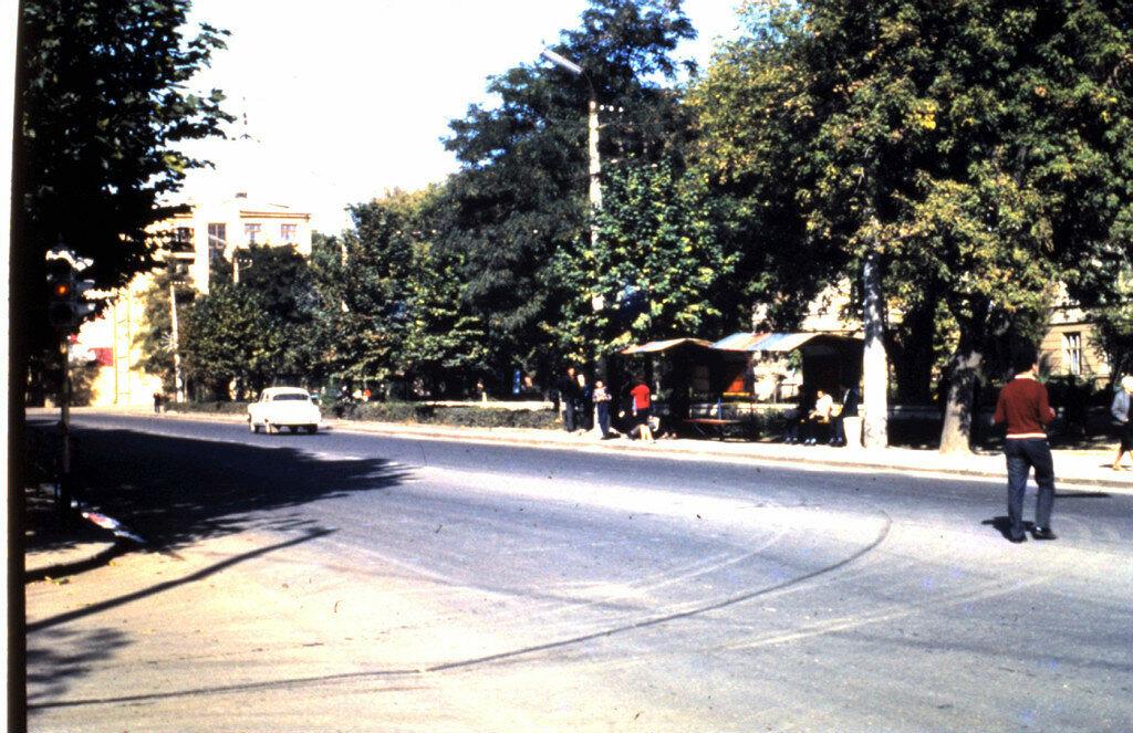 1970 Institutskaia avtobusnaia stanzia 9 i 5.jpg
