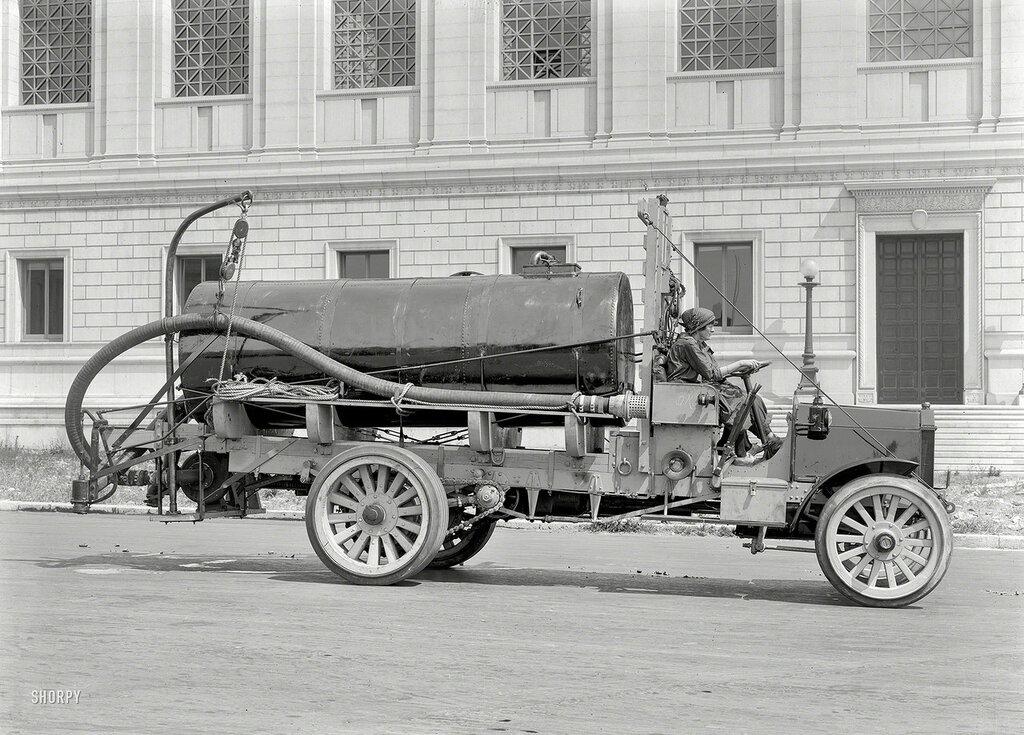 San Francisco circa 1919. Peerless tank truck