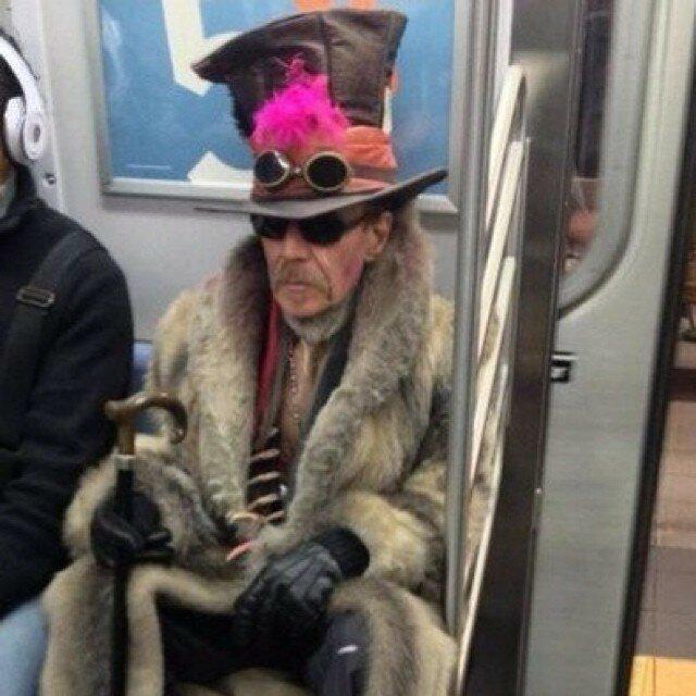 самые-странные-люди-в-метро19.jpg
