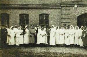 Медицинский персонал одного из лазаретов в Ровно.
