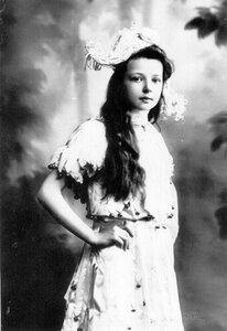 Младшая дочь П.А.Столыпина Александра  в маскарадном костюме.