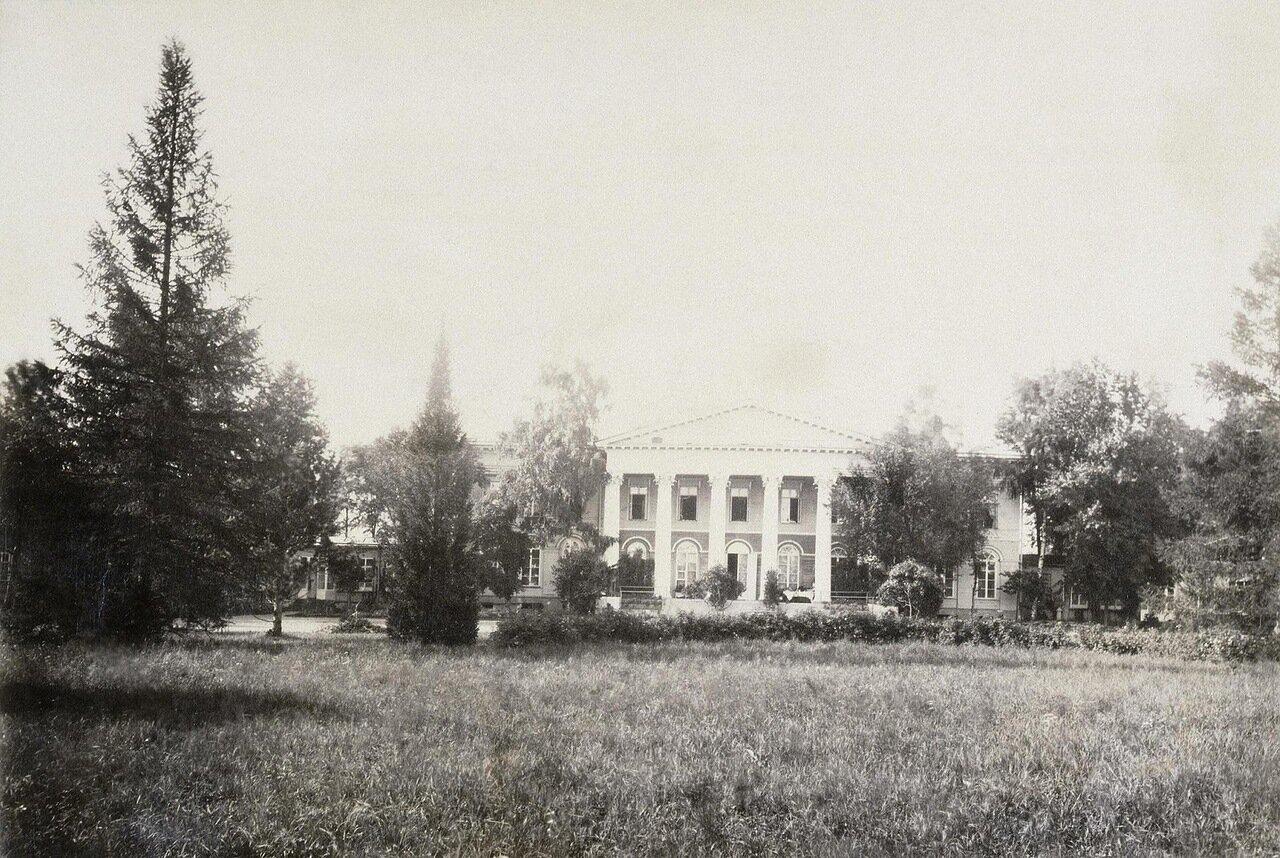Фасад дома графов Левашовых в усадьбе Осиновая роща