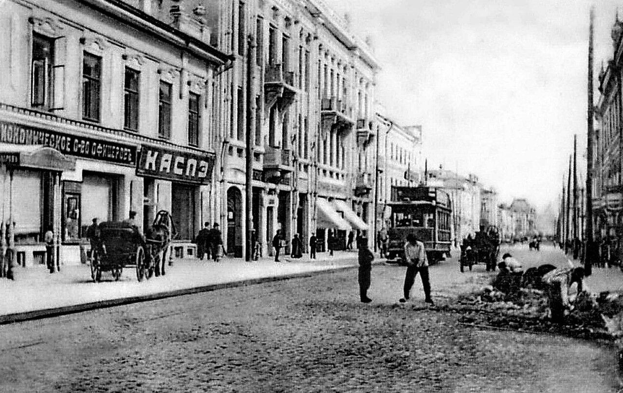 Улица Большая Покровская. Вид с башни Государственного банка