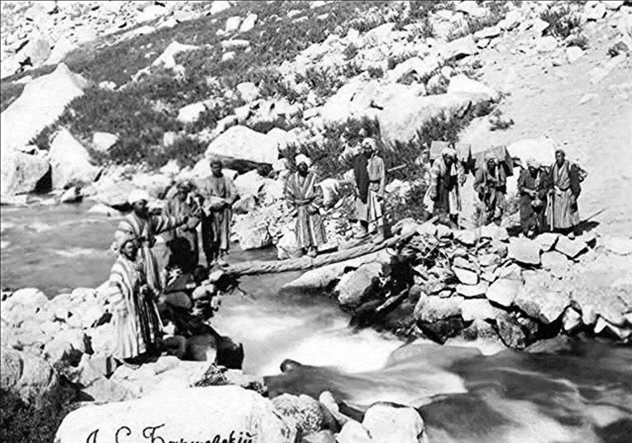 Носильщики экспедиции